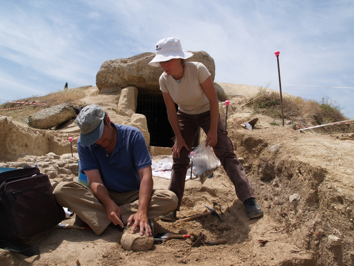 Excavation of one of the medieval burials located in front of the entrance of the dolmen of Menga (Antequera, Málaga, Spain). Photography courtesy of Dr. Leonardo García Sanjuán.