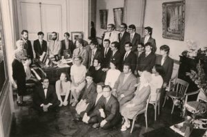 Boulanger's class , Paris, 1970. Almeida Prado is in the first role standing, the fifth person from right to left.